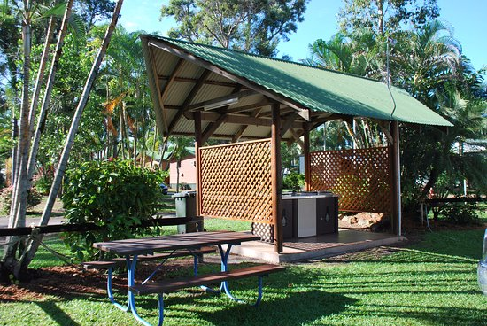 Beachcomber Coconut Holiday Park: Our shady BBQ area