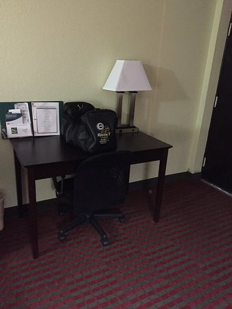 This is Quality Inn off exit 60 Sweetwater Tn. Clean hotel good prices on hotel room and has bre