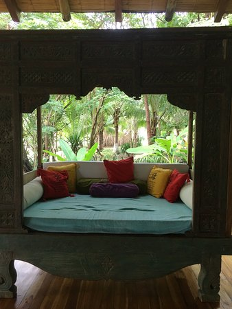 Pranamar Villas and Yoga Retreat: Beautiful daybed when one needs a break during yoga