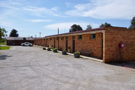 Cudgegong Valley Motel: Car space area