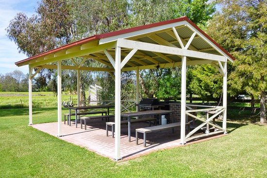 Cudgegong Valley Motel: Barbeque area