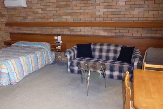 Cudgegong Valley Motel: Room