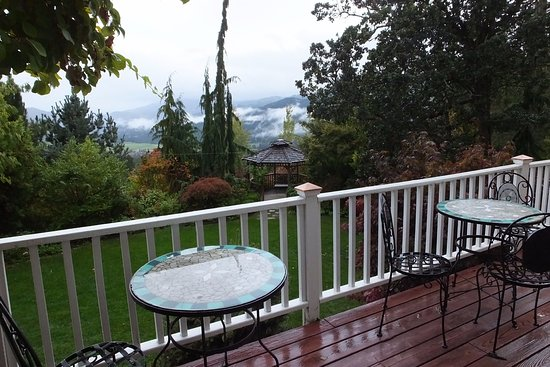 Husum, WA: Breathtaking views from the back patio