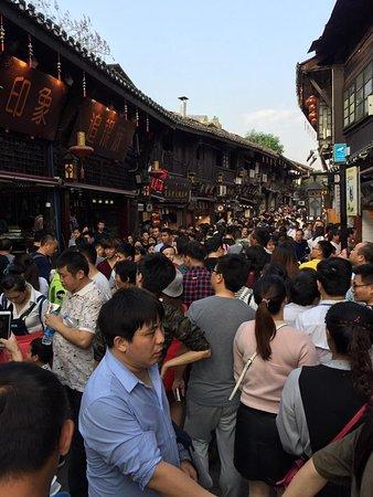 Linxiang, China: คนมากมาย
