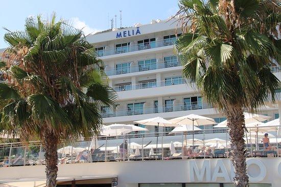Melia Madeira Mare Resort & Spa: Back view of hotel