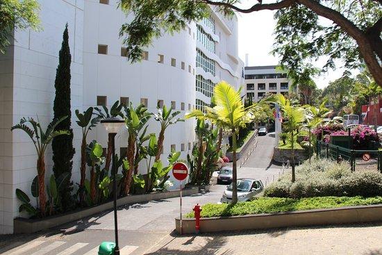Melia Madeira Mare Resort & Spa: Entrance to hotel