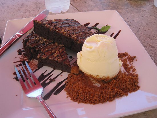Senor Sweets : Brownie and ice cream for breakfast? I'm on vacation. Why not?