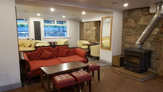 The Brander Lodge Hotel & Bistro: New Bar Seating Area opened October 2016