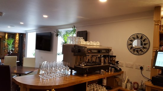 Taynuilt, UK: Bar now incorporates wonderful Coffee to accompany your Liqueurs or Malts.