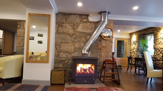 Taynuilt, UK: Although cenral heating is installed, the log fire adds an extra element or warmth in winter.