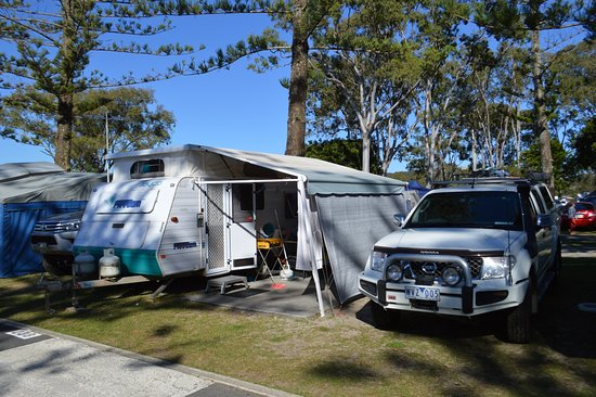 Tallebudgera Creek Tourist Park: Once you have your van in position there ias planty of room