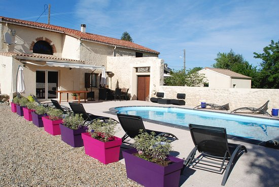 Saint-Seurin-de-Cadourne, Francia: Terrasse et piscine