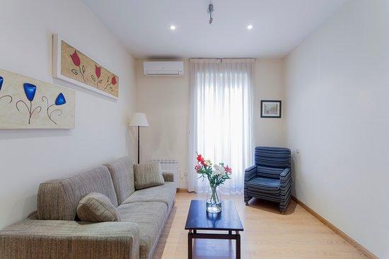 Sal n picture of apartamentos blume conde aranda madrid for A class act salon