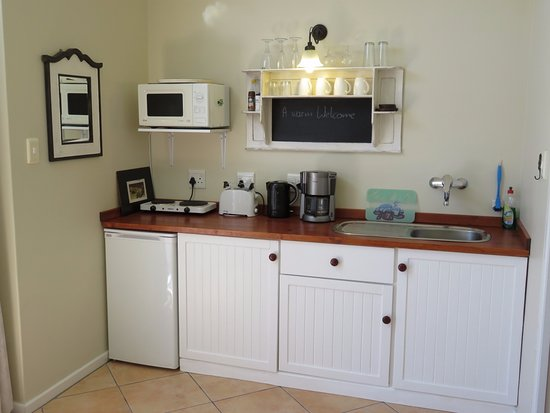 2 Oceans Apartments : Kitchenette Apt 1