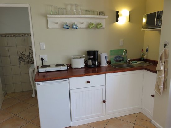 2 Oceans Apartments : Kitchenette Apt 2