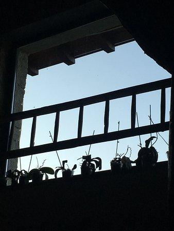 Madonna del Sasso, Italia: Hall: dove aspettare al buio 20 minuti e scoprire che non avevano posto nonostante la prenotazio