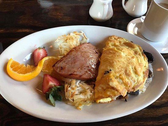 Cashiers, Carolina del Norte: Portabella and cheese omelet