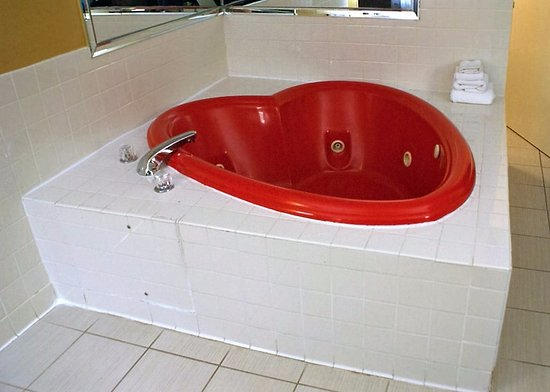 The heart shaped jetted tub with plenty of hot water - Picture of ...