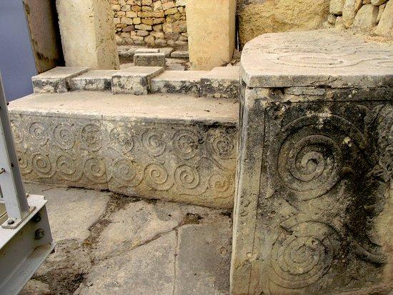 Tarxien, Malta: Le numerose spirali