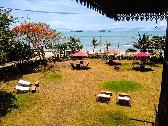 Ruen Thai Rim Haad Rayong: Beach front