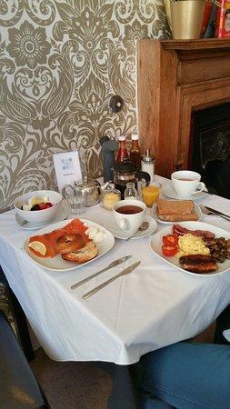 Fraoch House: Scottish breakfast