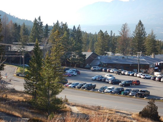 Fairmont Hot Springs, Canada: View from hills above hotel