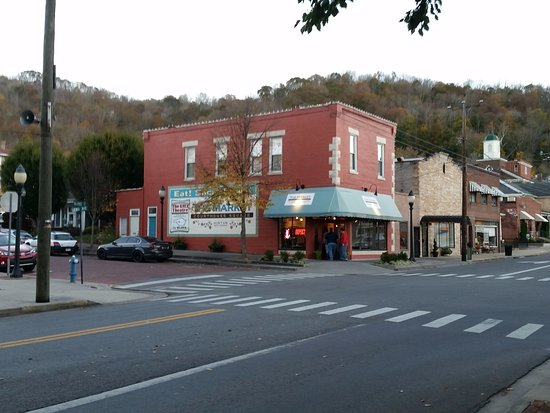 The Market Couthouse Square in Hinton, WV