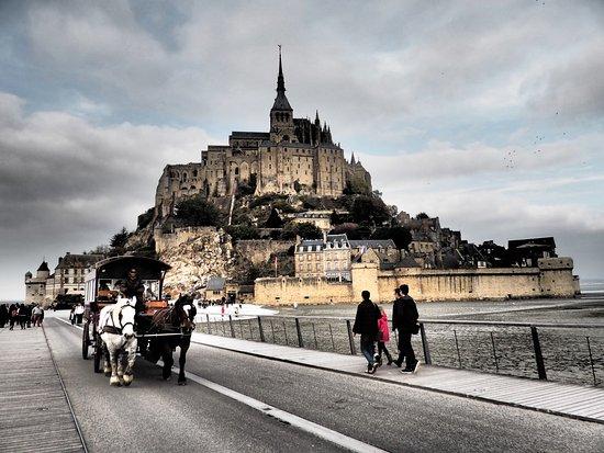 la maringotte permet de rentrer au parking 5 20 euros photo de abbaye du mont saint michel. Black Bedroom Furniture Sets. Home Design Ideas