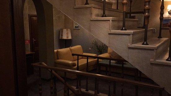 Tsarevets Hotel: View from room towards floor lobby