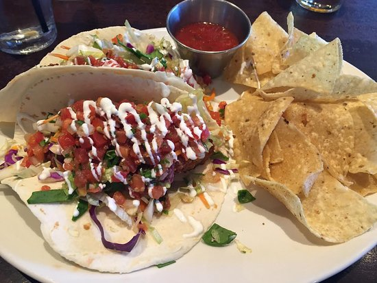 Houlihan's: SO Cal Fish Tacos... WONERFUL!