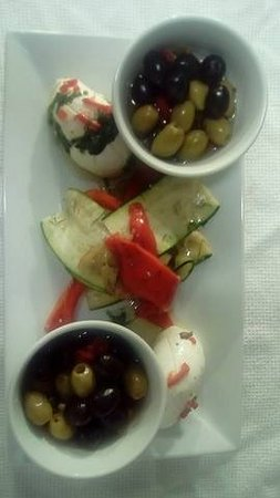 Tullycross, Irlanda: Marinated Buffalo Mozzarella, vegetables & olives