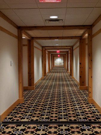 Mountain Grand Lodge and Spa: loved these halls.