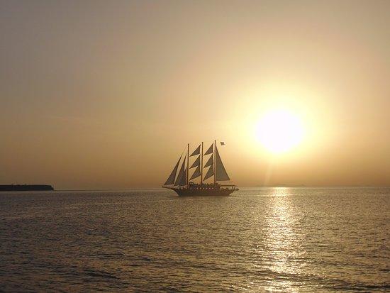Kamari Beach Hotel: sunset cruise