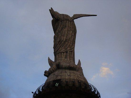 La Virgin del Panecillo: мадонна