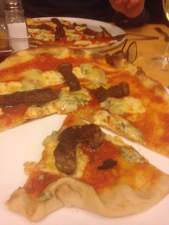 Clare, UK: Great steak and blue cheese pizza.