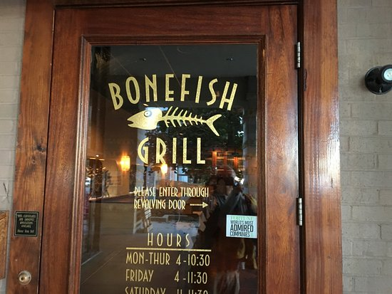 Victor, NY: Bonefish Grill - outside door