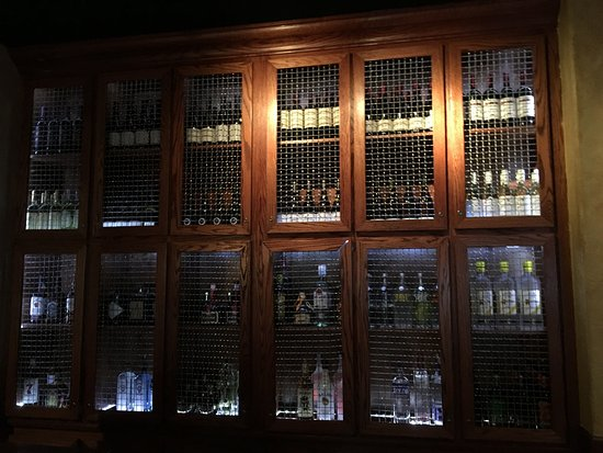 Victor, NY: Bonefish Grill - wine racks in bar area