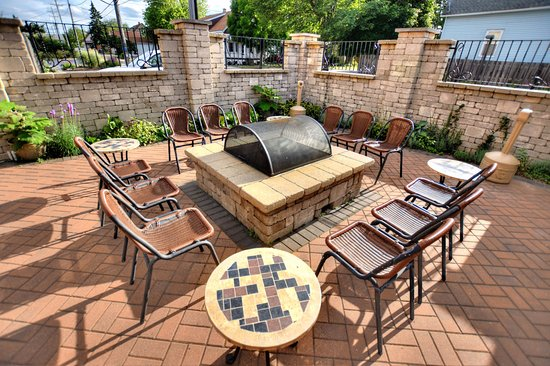 Cudahy, WI: Outdoor wood burning firepit
