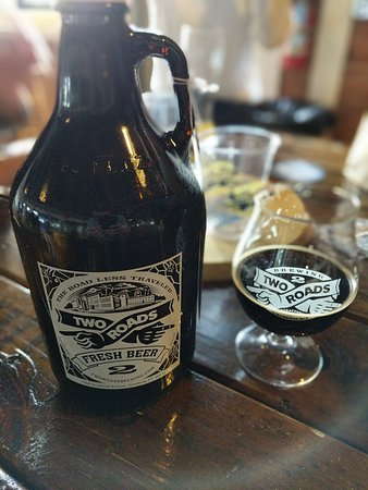Stratford, Κονέκτικατ: Picked up a growler of their Espressway Cold Brew Coffee Stout