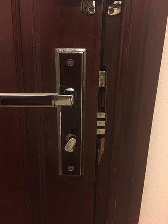 Vina Terrace Hotel: The lock of the door