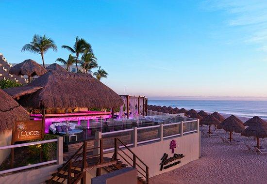 Royal Service At Paradisus Cancun Coco S Beach Club Bar