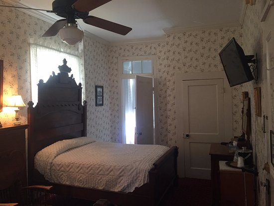 The Excelsior House: 2 Double beds. I just couldn't get the other bed in the picture.