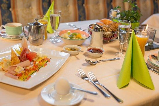 Hotel Waidringer Hof - 1. Tiroler Glückshotel: Frühstück im Waidringer Hof