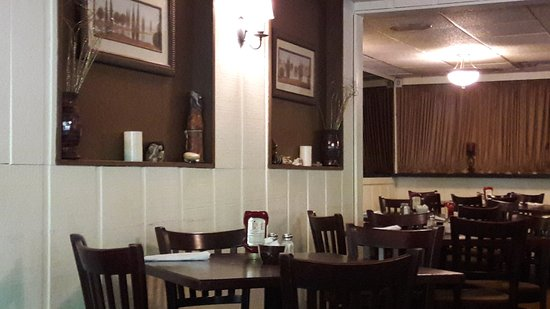 Majerle's Black River Grill: Dining area
