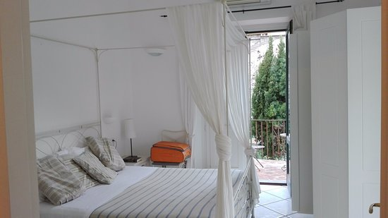 Amalfi Holiday Resort: camera con balcone