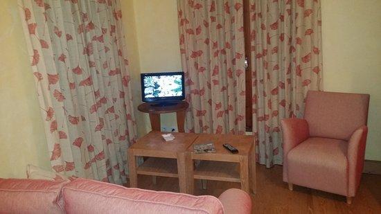 Molitg-les-Bains, Γαλλία: ecran télé miniscule et déco a revoir !