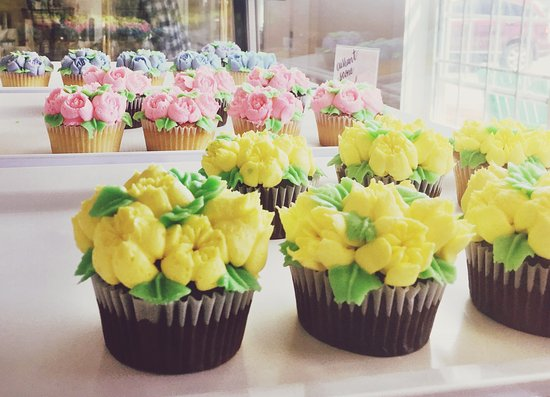 Andover, NH : Floral cupcakes in several flavors
