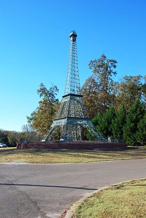 Paris, TN: Replica Eiffel Tower