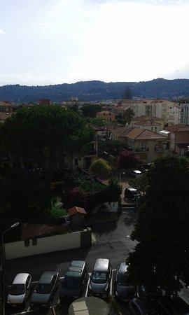 Hotel Europa - Riviera: Vista verso Diano Castello