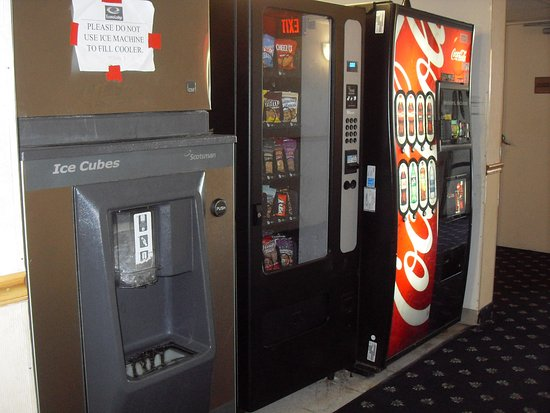 Econo Lodge Resort: ice and soda machine on every floor